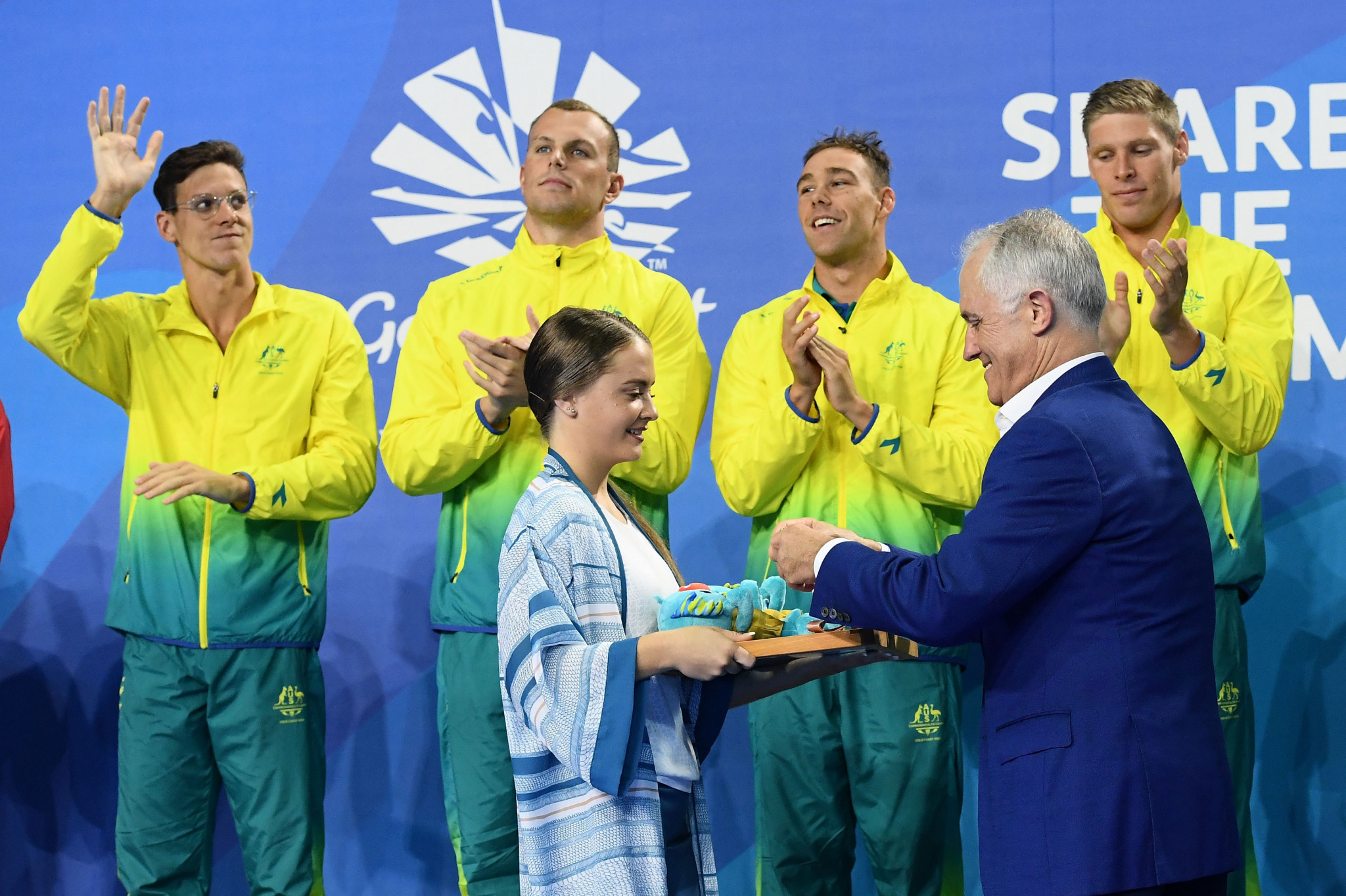 Australia win dramatic medley relays as Larkin finishes with five swimming gold medals at Gold Coast 2018