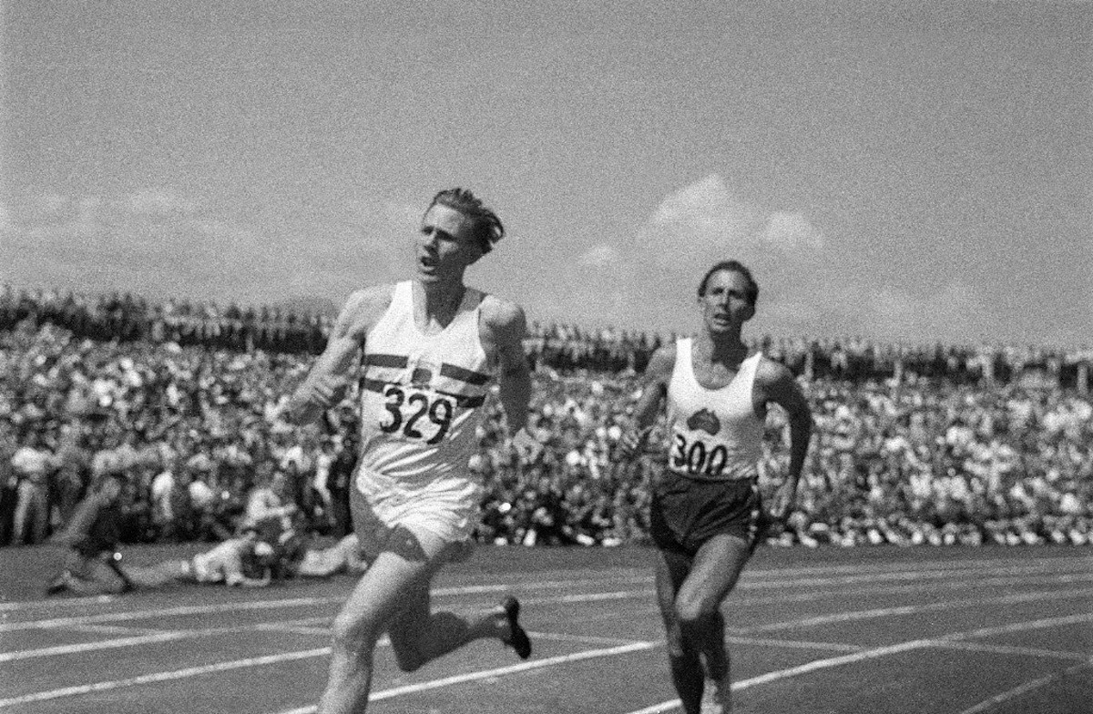 """1. Roger Bannister beats John Landy in the """"Miracle Mile"""" at Vancouver 1954"""