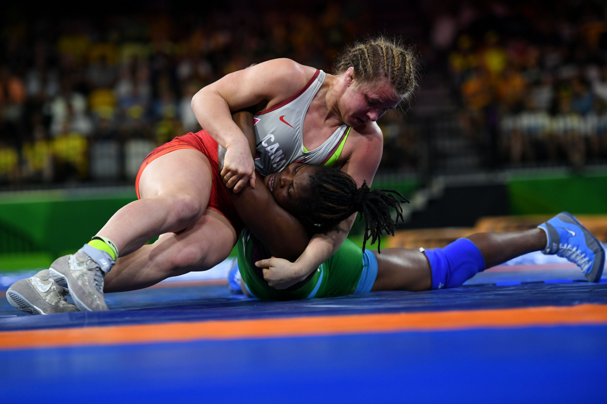 Canada's Erica Wiebe claimed her second Commonwealth Games gold medal with victory over Nigeria's Blessing Onyebuchi in the women's 76kg event at Gold Coast 2018 ©Getty Images