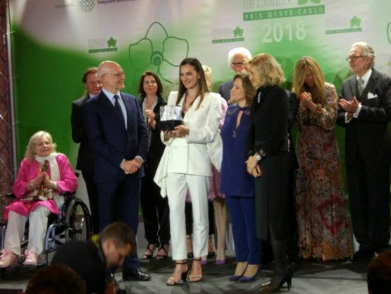 Isinbayeva receives award for commitment to peace and development through sport