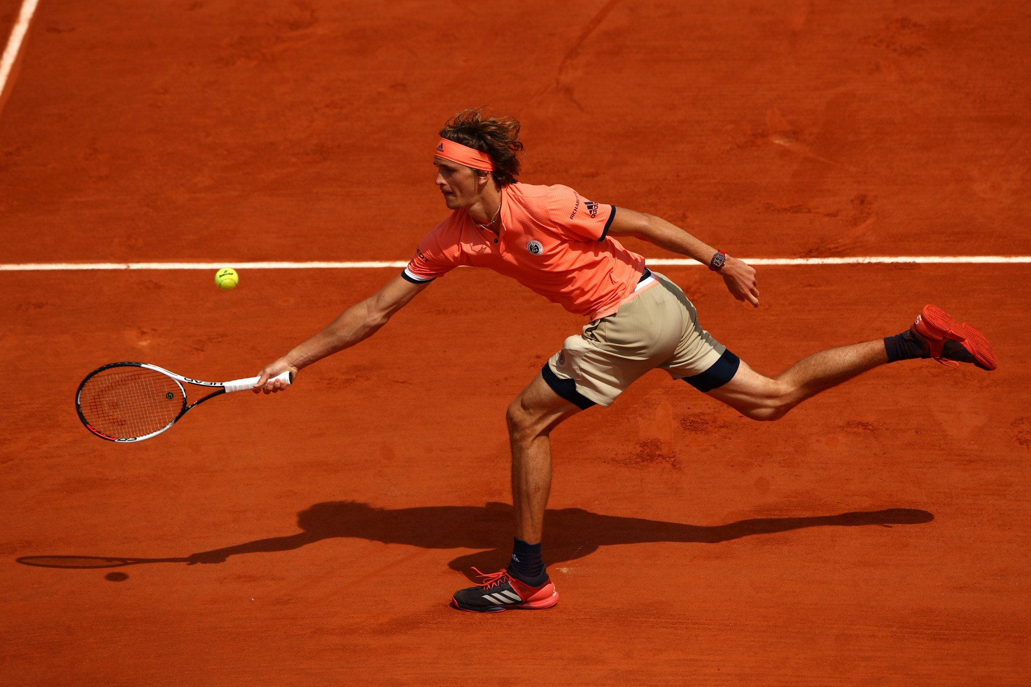 Zverev survives scare to reach French Open quarter-final