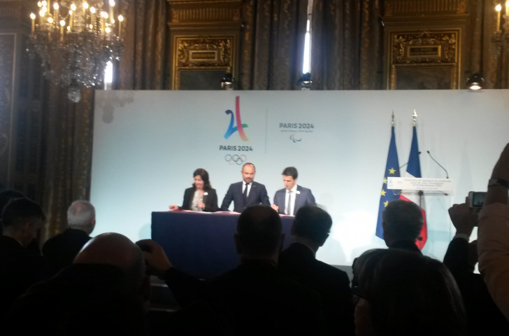 Anne Hidalgo, Mayor of Paris, French Prime Minister Edouard Philippe and Tony Estanguet, President of Paris 2024, complete the signing of the Games Protocol at the Hotel de Ville in Paris today ©ITG