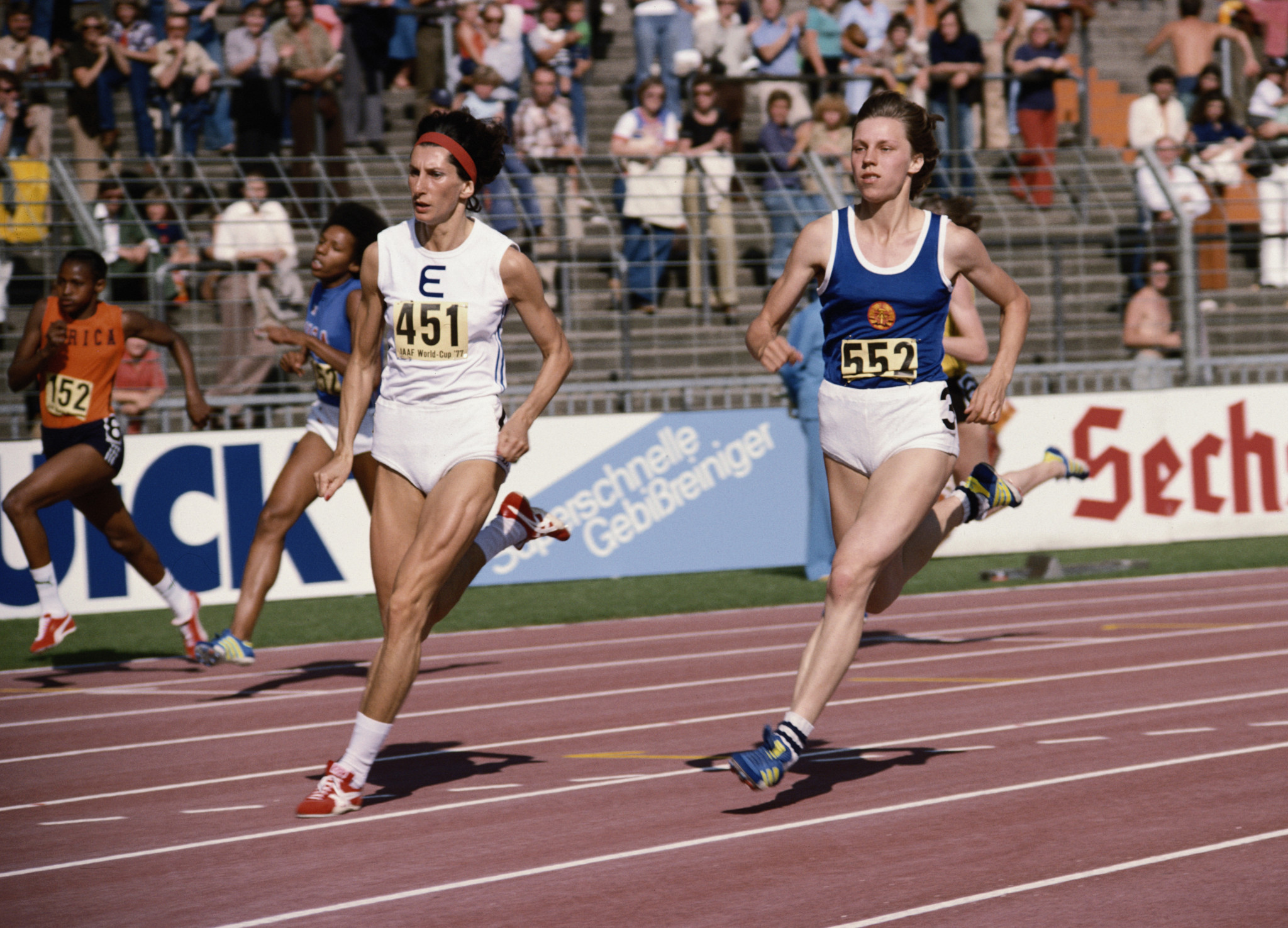 Irena Szewinska of Poland, left, races East Germany's Martia Koch in Düsseldorf ©Getty Images