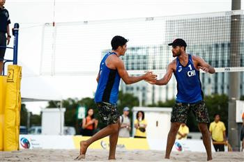 Chile's cousins Marco and Esteban Grimalt were among double winners on day one of the International Volleyball Federation Tokyo Open ©FIVB