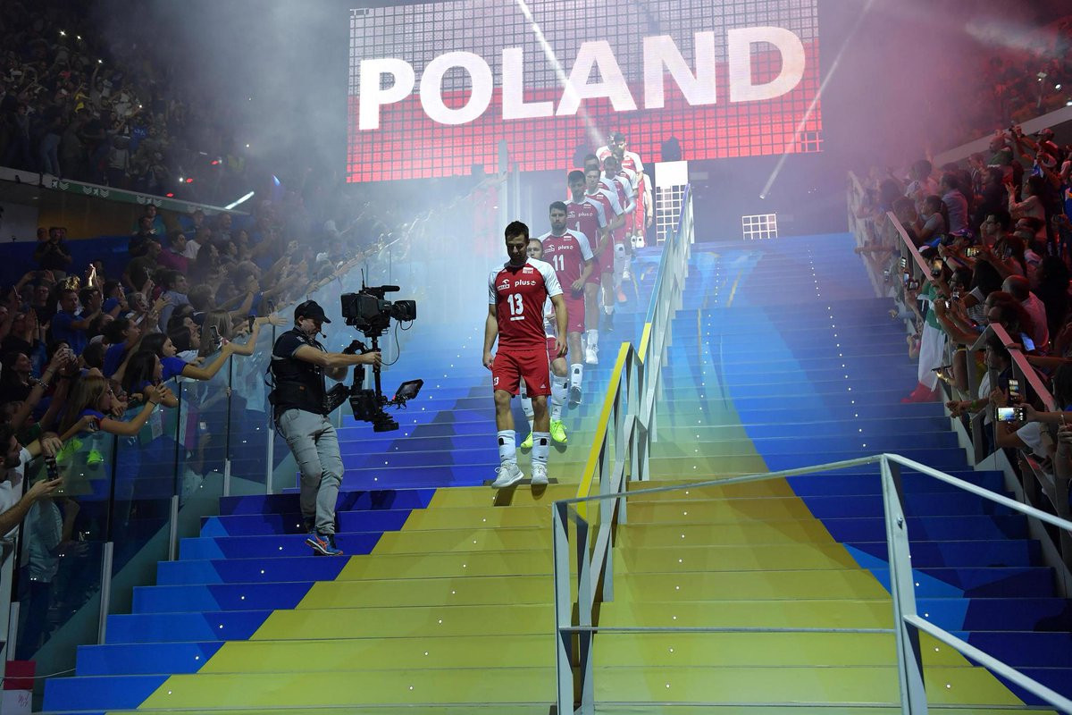 Defending champions Poland ended Italy's semi-final hopes ©FIVB