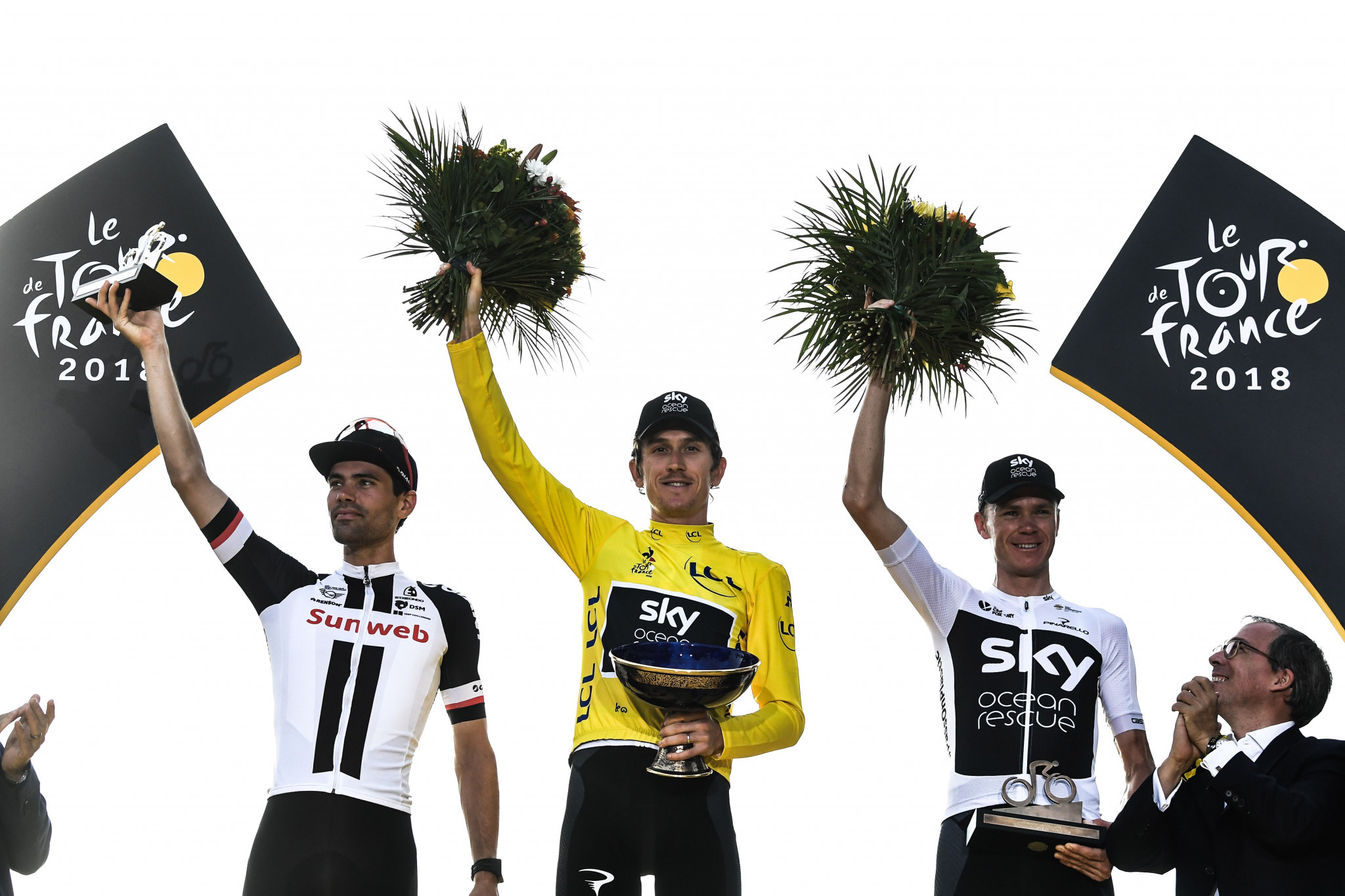 Tour De France 2018 winner Geraint Thomas of Britain with the trophy which was stolen from The Cycle Show in Birmingham in September ©Getty Images