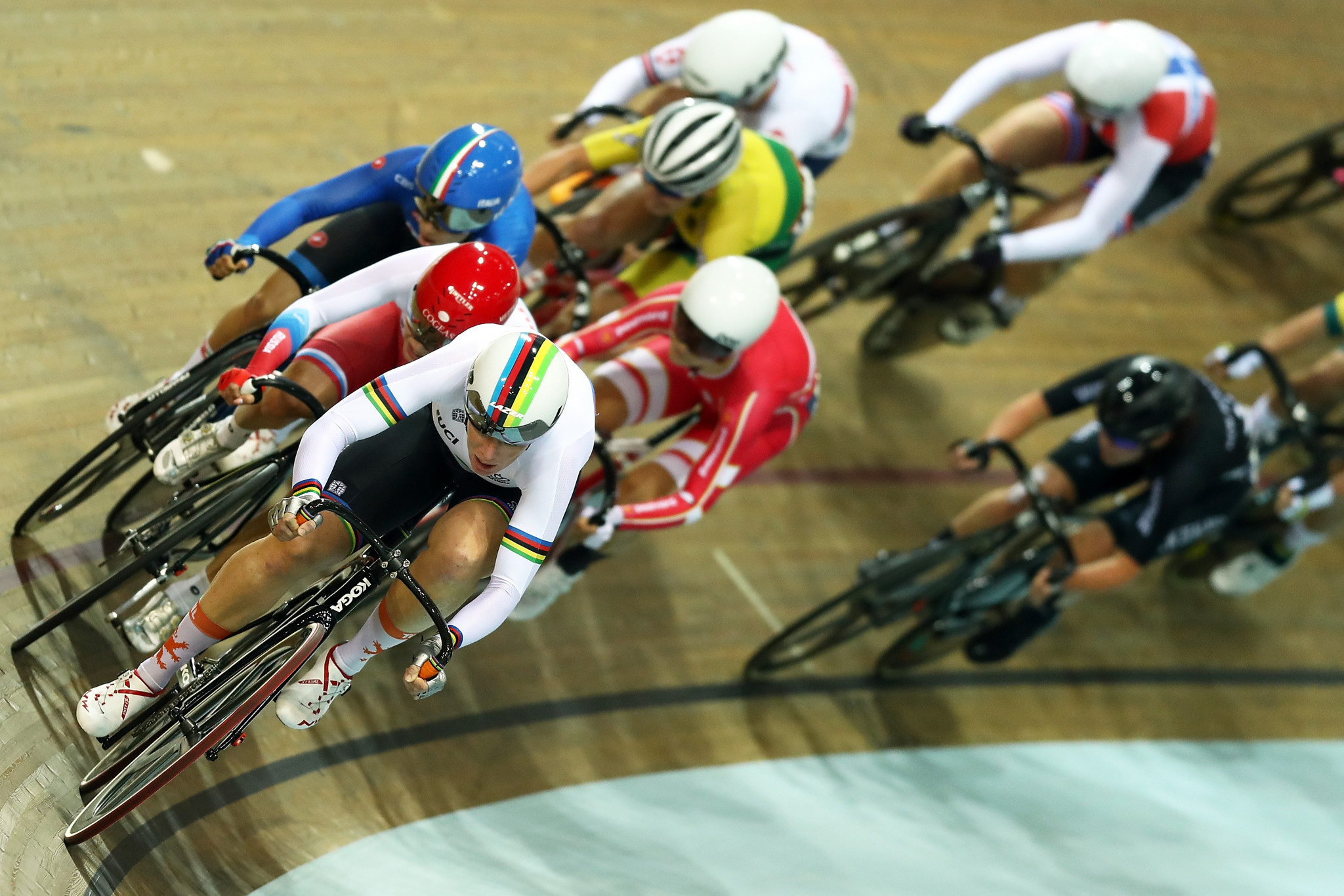 Kirsten Wild, front, en-route to omnium success today ©Getty Images