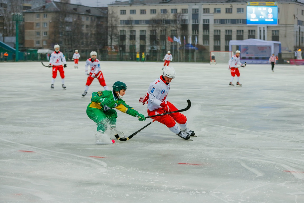 A bandy game took place between two local teams after the Universiade flame was carried through Arkhangelsk ©Krasnoyarsk 2019