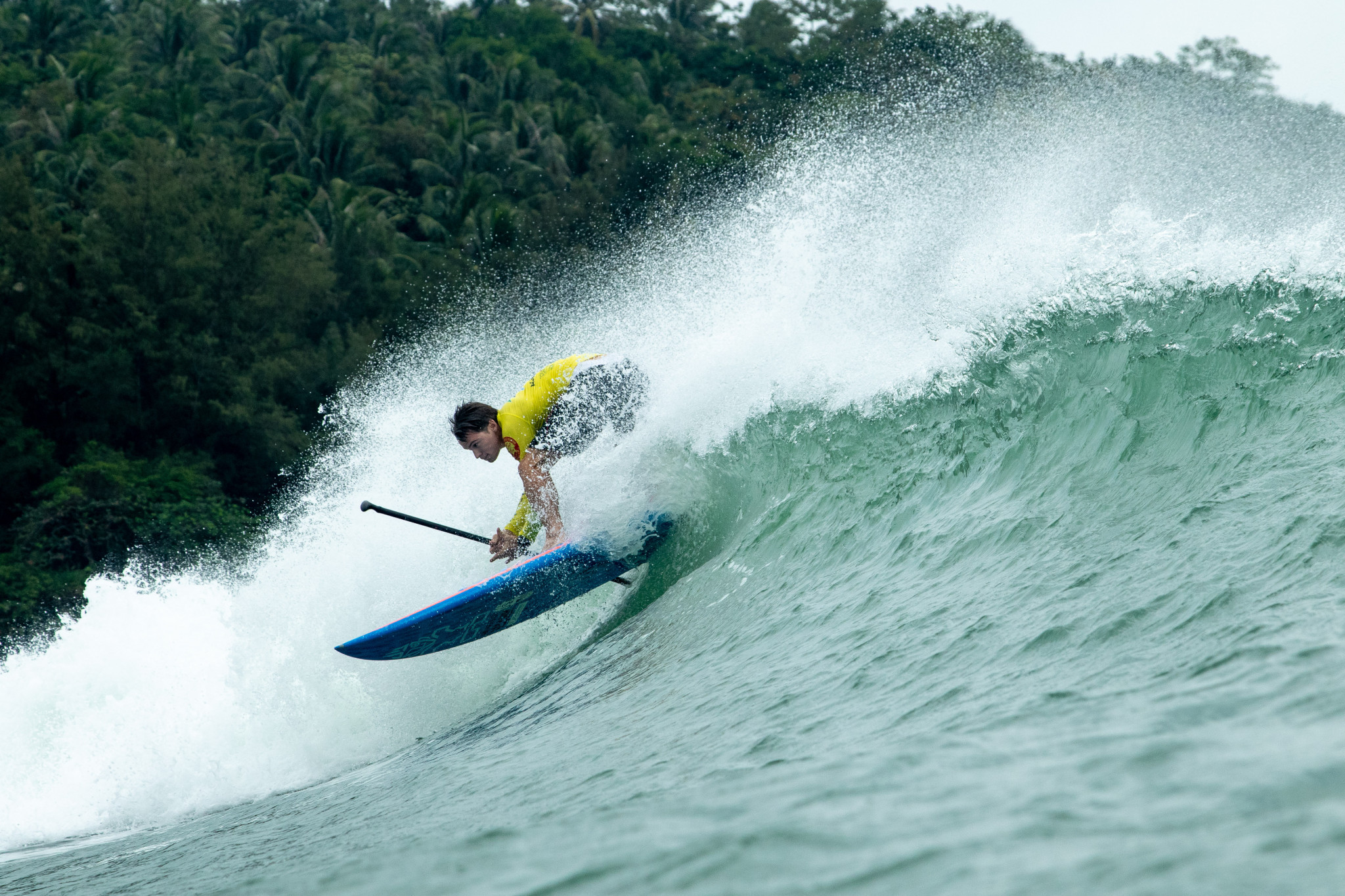 Former world champion Sean Poynter surfs his way into the men's main event final ©ISA