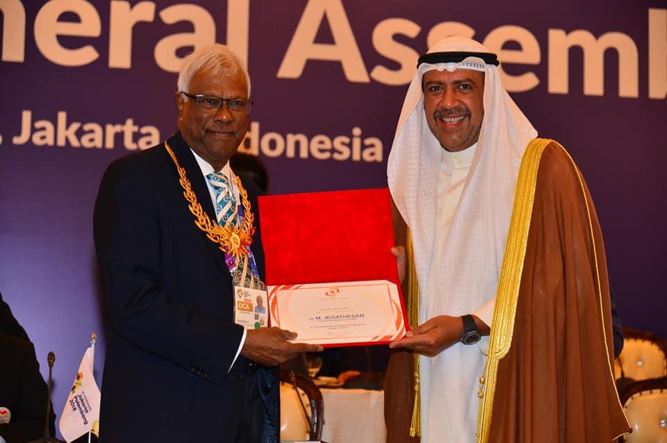 Malaysia's Mani Jegathesan, pictured here with OCA President Sheikh Ahmad Al-Fahad Al-Sabah, currently chairs the Medical Committee ©OCA