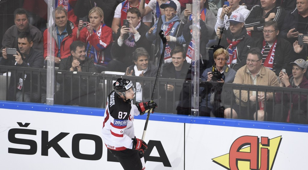 Sidney Crosby celebrates scoring to seal the Canadian victory ©AFP/Getty Images