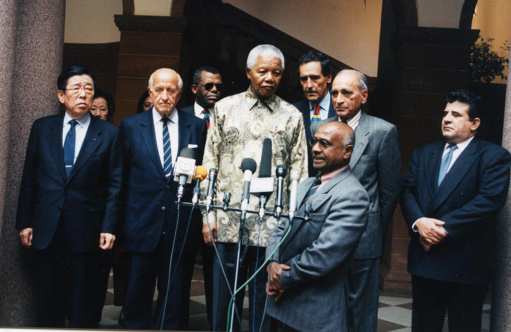 Nelson Mandela with IOC Members including Ramsamy at Mandela's home prior to the 2004 Olympic bid ©Sam Ramsamy
