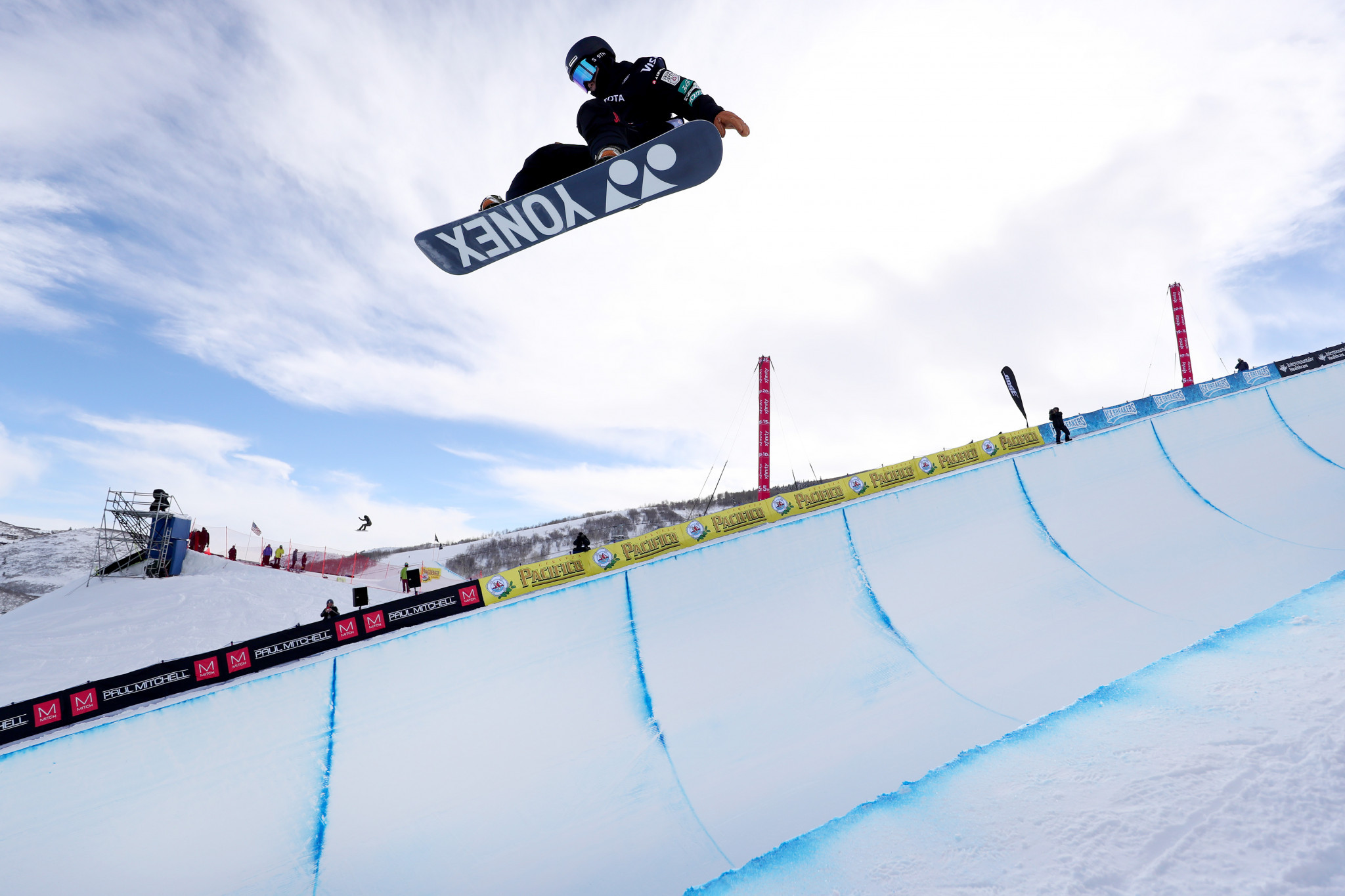 Totsuka backs up qualification performance by clinching halfpipe win at FIS Snowboard World Cup in Calgary