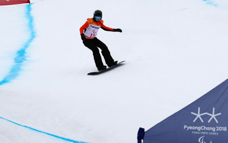 Paralympic silver medallist Bunschoten adds further gold at World Para Snowboard World Cup