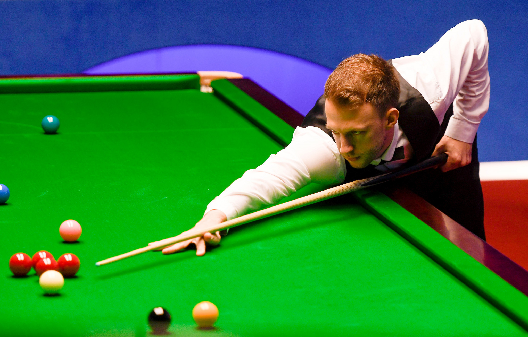 Trump takes big lead against Maguire in World Snooker Championship quarter-final