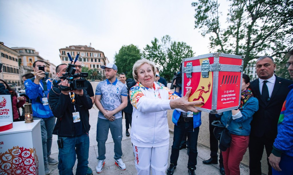 Fencing legend Alena Belova played her part in the Relay of Peace ©Minsk 2019