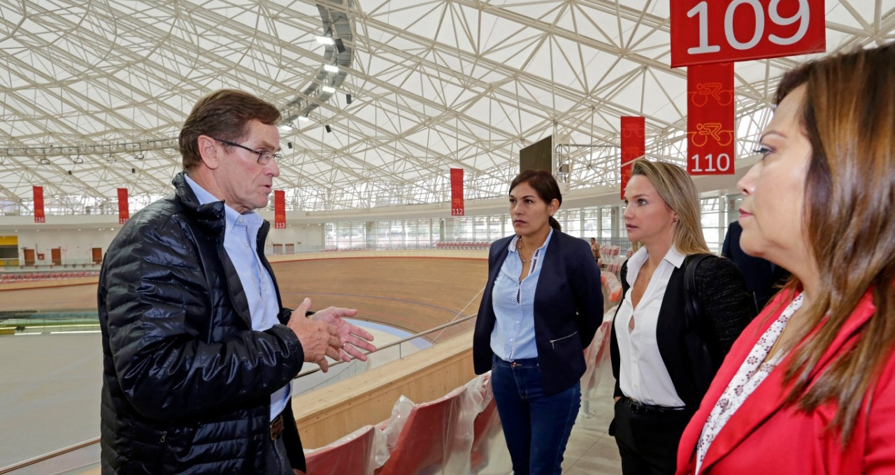 Lima 2019 executive director Carlos Neuhaus took Peruvian Congress members on a tour of venues after delivering a progress report on the Games that will start on July 26 ©Lima 2019
