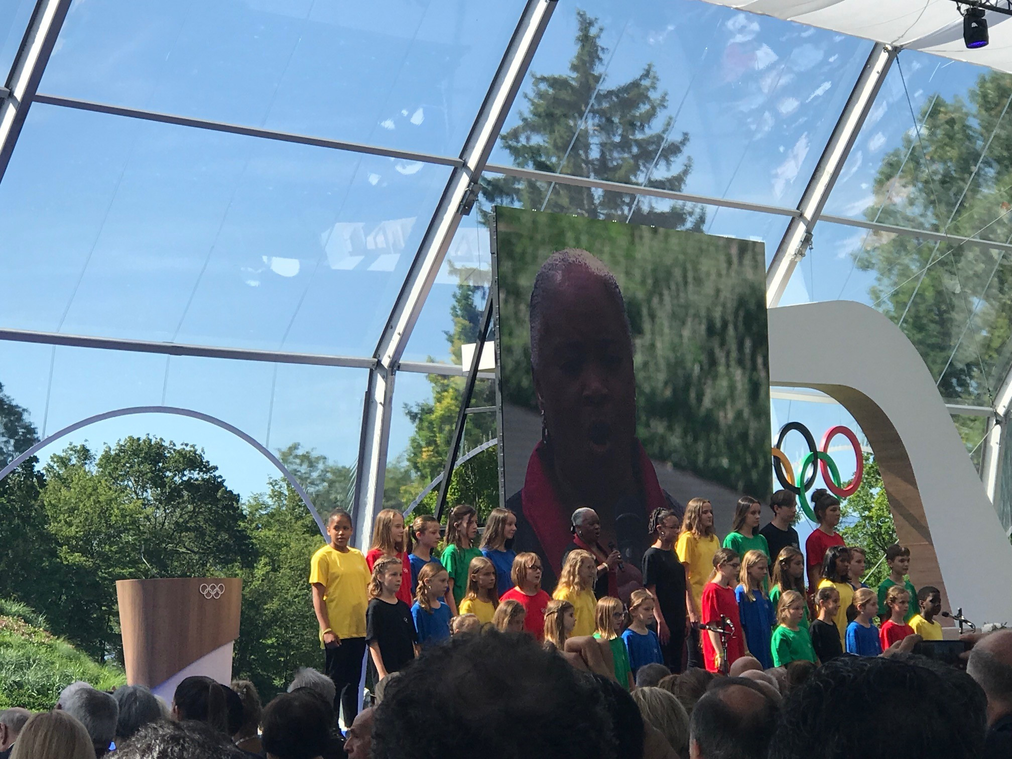 American operatic soprano Barbara Hendricks, a group of local schoolchildren and 13-year-old piano playing sensation Ricky Kam performed a rendition of John Lennon's imagine ©ITG