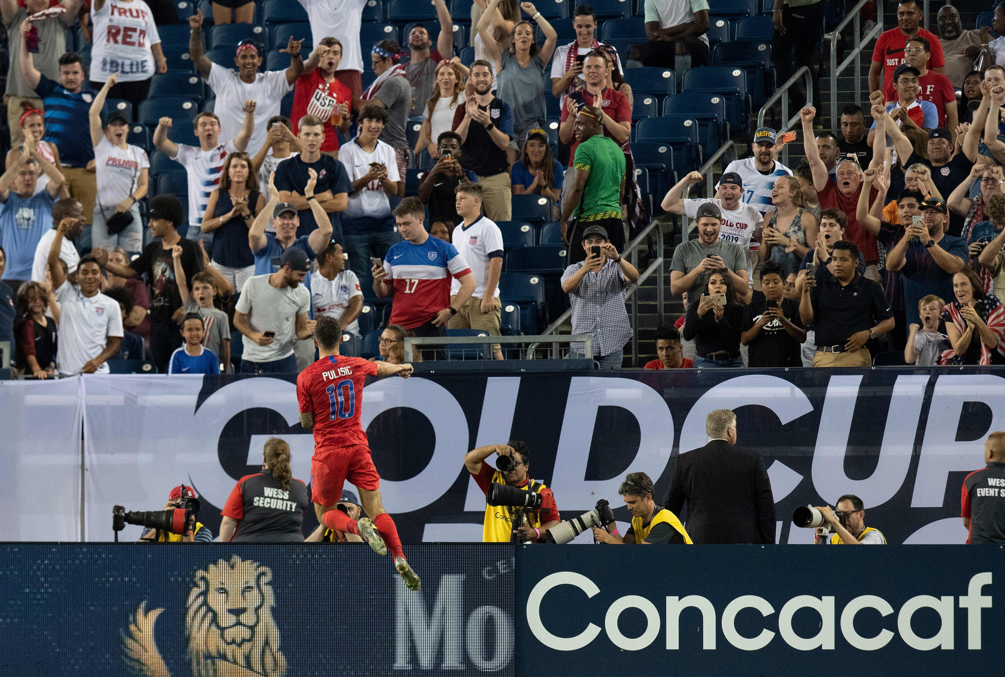 Pulisic brace takes United States into CONCACAF Gold Cup final