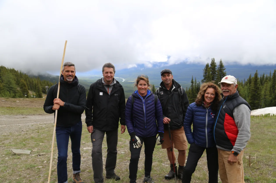 Newly-appointed FIS Women's Alpine Ski World Cup race director Peter Gerdol has made his first visit to Lake Louise to inspect the downhill course with the Canadian team ©FIS