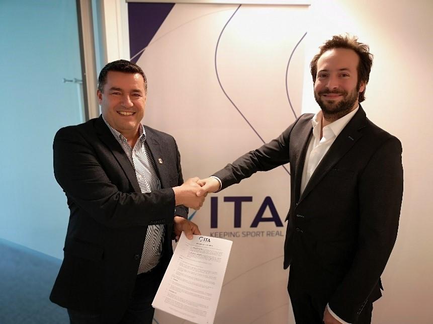 International Luge Federation executive director Christoph Schweiger, left, signed the deal with ITA director general Benjamin Cohen  ©ITA
