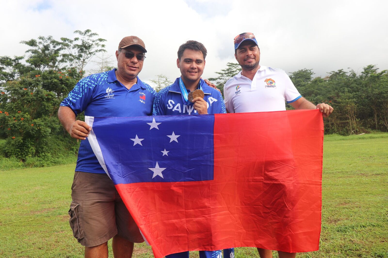 Franco Caffarelli - half-Samoan, half-Italian - celebrates his shooting gold ©Games News Service