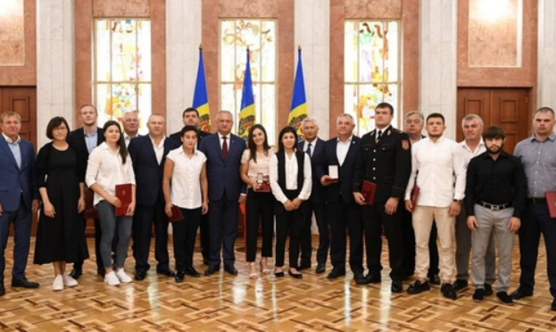 Moldovan sambists and coach handed state awards