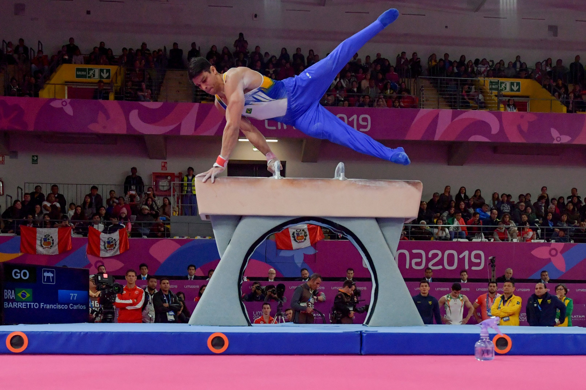 Barretto masters pommel horse in gymnastics apparatus finals at Lima 2019