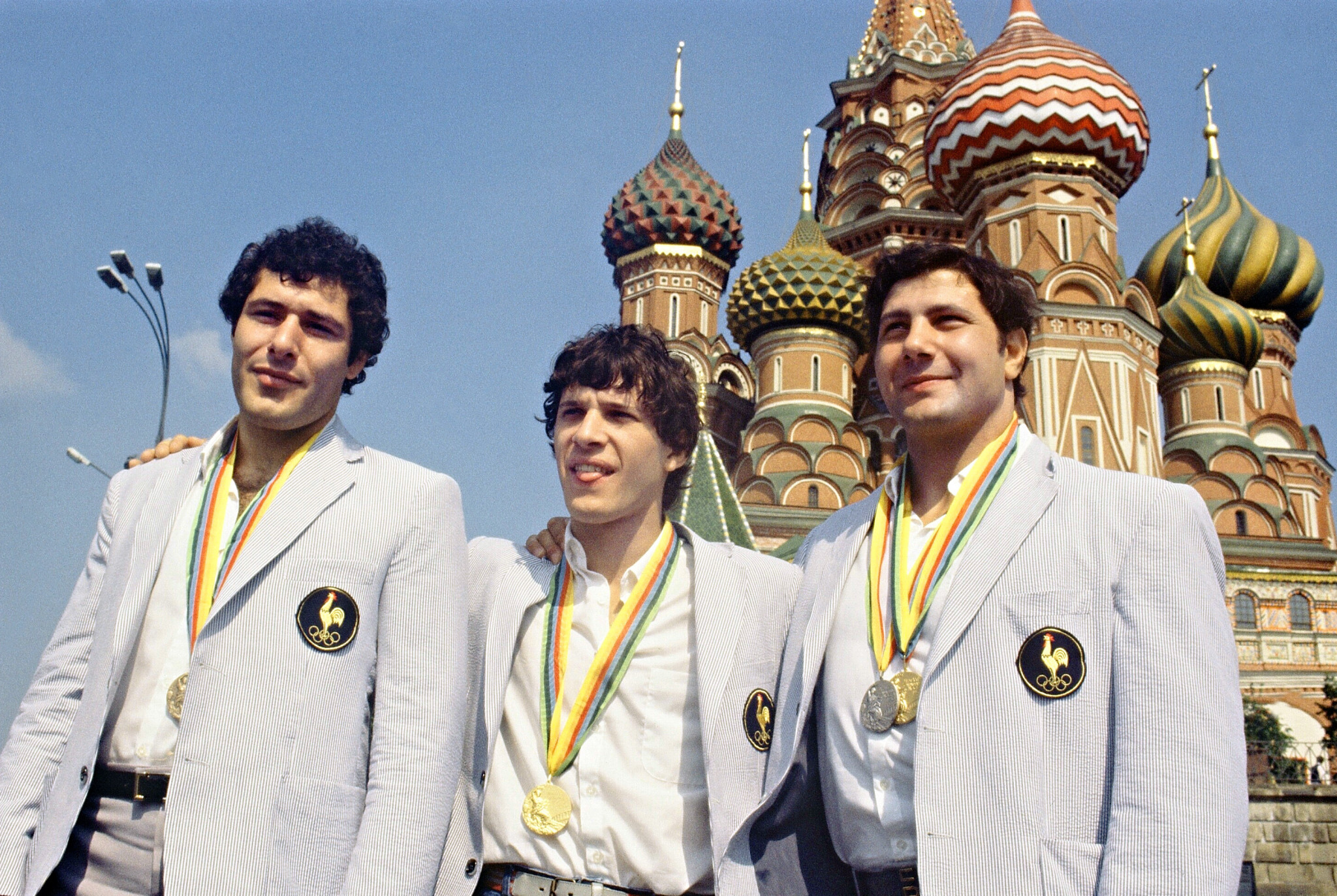 French judokas, medalists at the1980 Olympic Games face the cameras in front of Saint-Basil, Moscow Red Square ©Getty Images