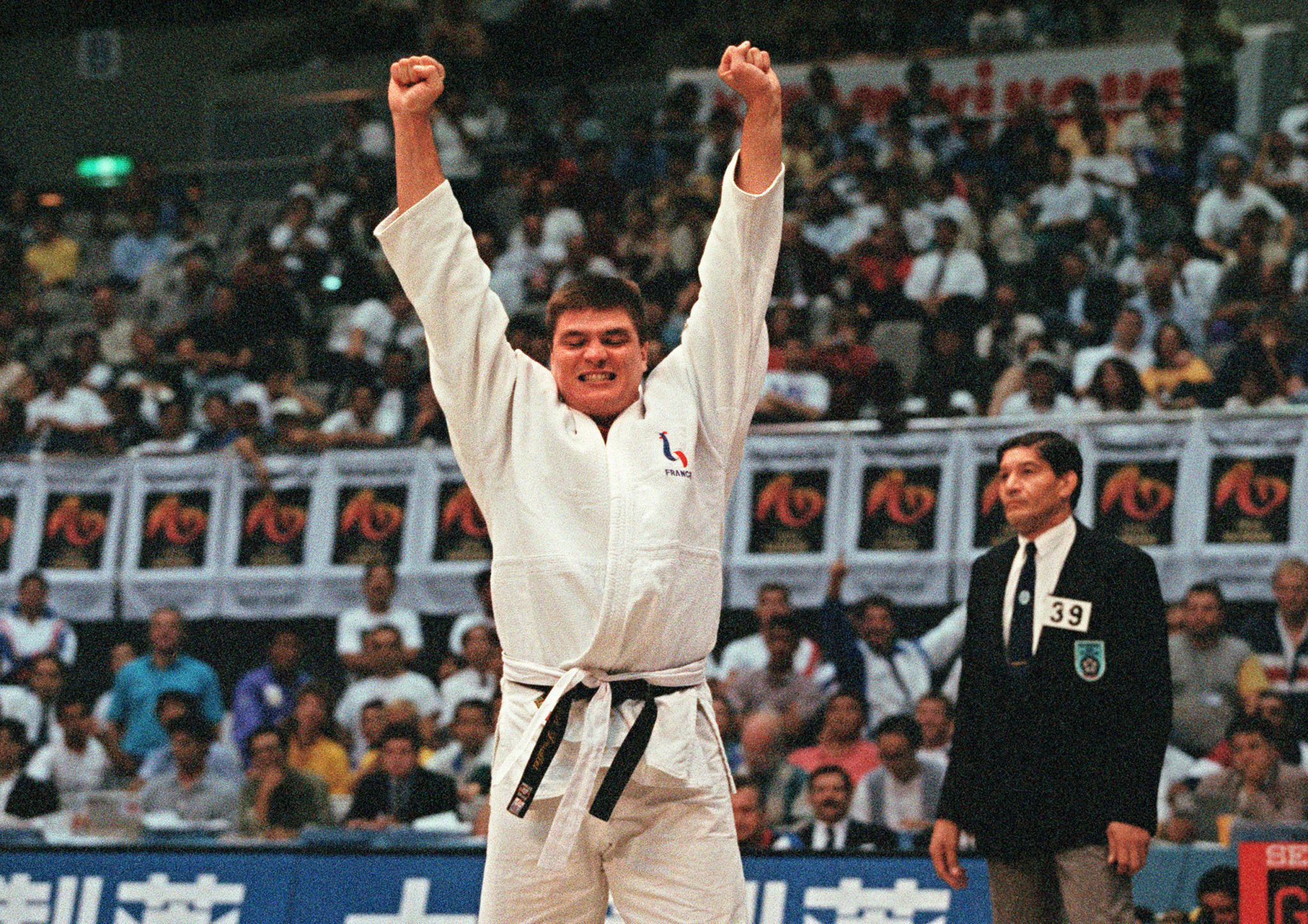 David Douillet of France raises his arms in jubilation after beating German Franck Moller during the men over 95 Kg final of the World Judo Championships in Chiba 28 September 1995 ©Getty Images