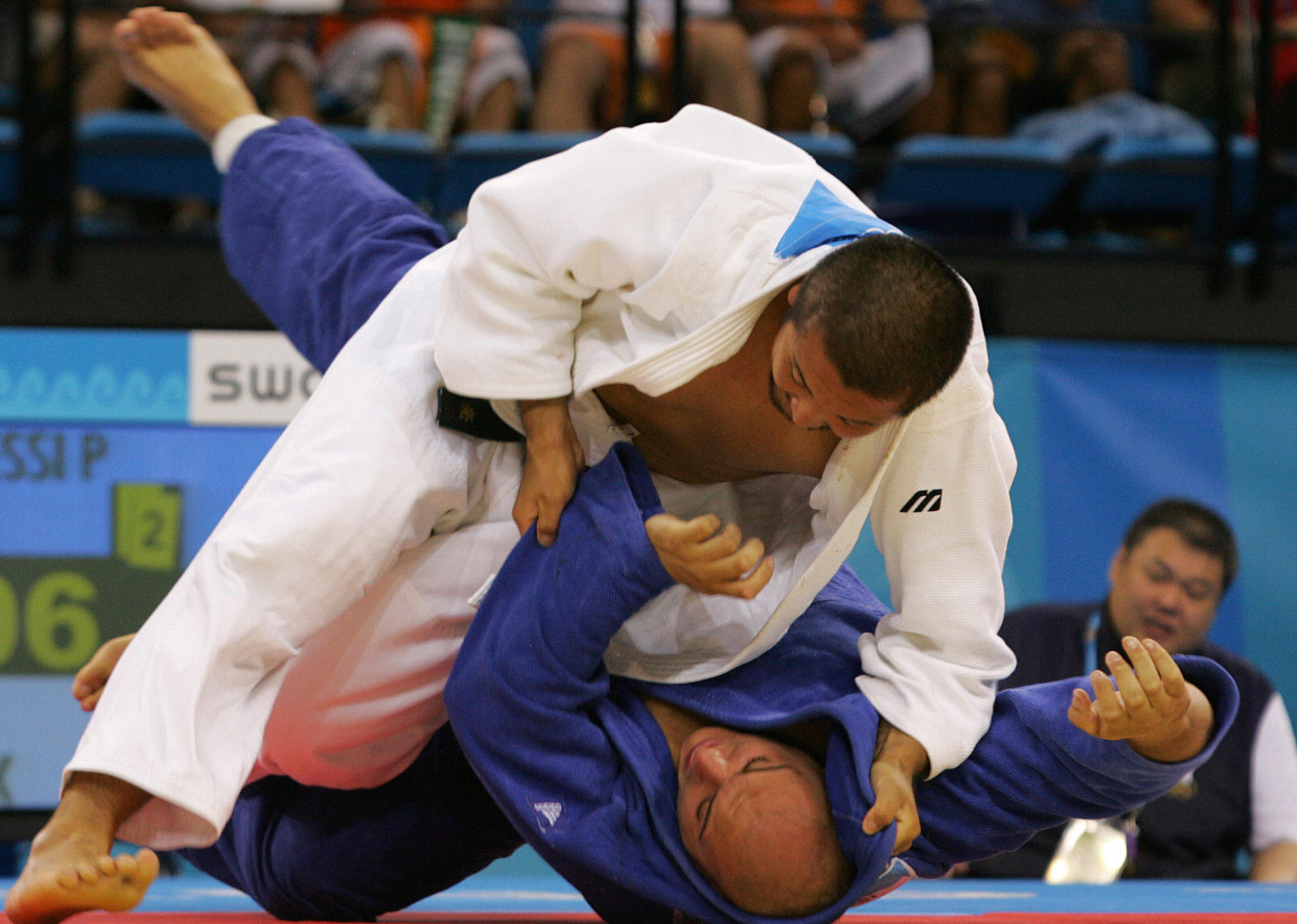Japan's Keiji Suziki (top) fights against Italian Paolo Bianchessi during the +100 kg judo competiton at the 2004 Olympic Games in Athens 20 August 2004 ©Getty Images