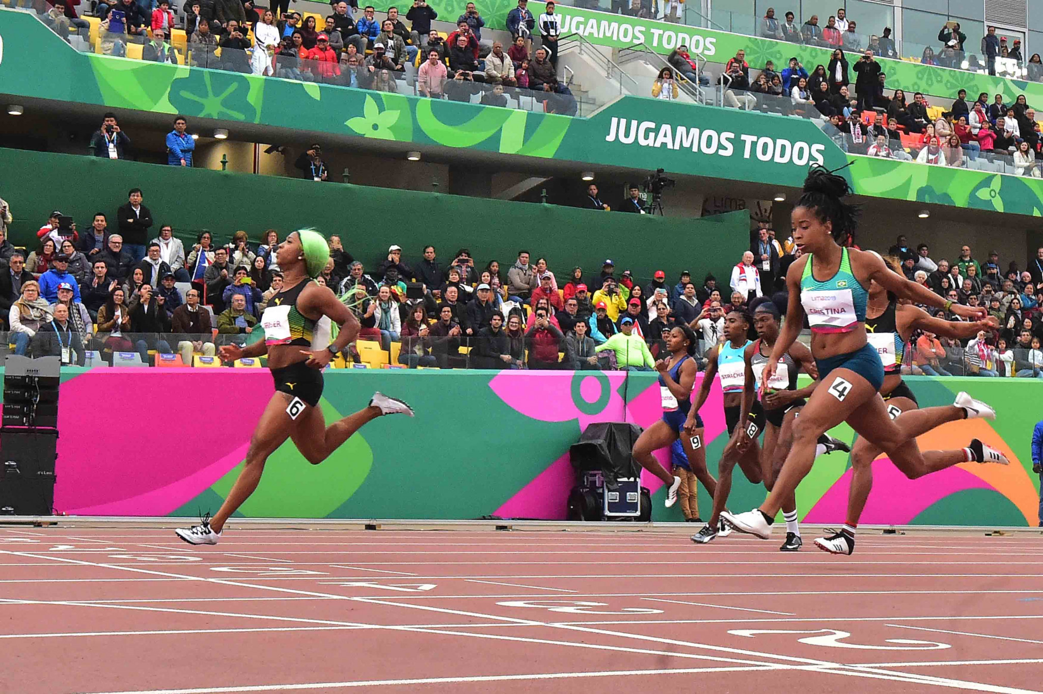 Fraser-Pryce breaks 40-year-old Pan American Games record to win women's 200m
