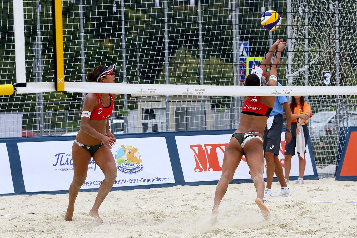 Japan's Sayaka Mizoe and Suzuka Hashimoto reached the main draw of the women's event in Moscow ©FIVB