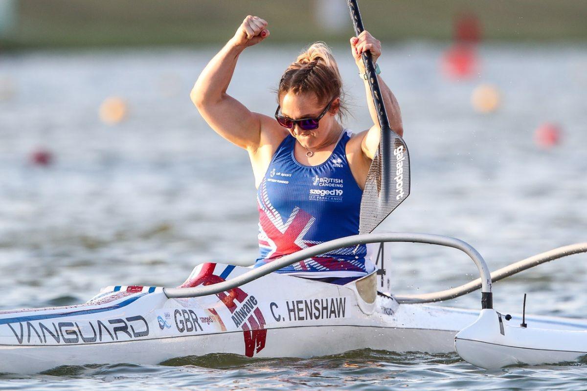 Charlotte Henshaw of Britain celebrates her gold ©ICF