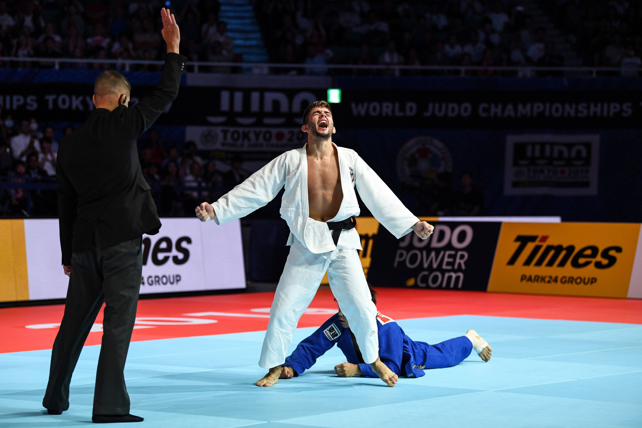 Italy's Manuel Lombardo celebrates after thinking he has won the bronze medal, only to have the decision overruled by video referee ©Getty Images