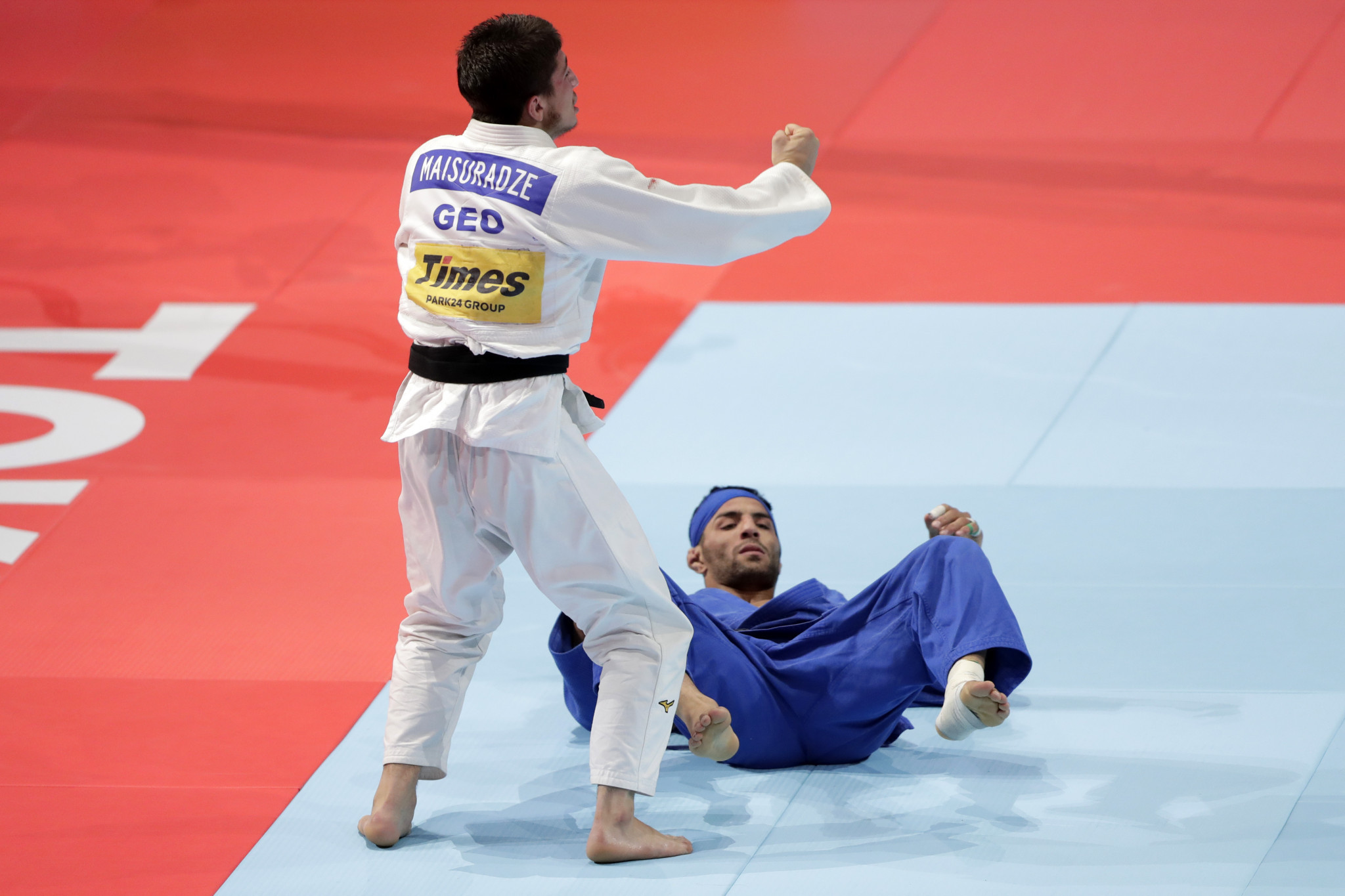 World number one Saeid Mollaei, in blue, produced below-par performances in the finals to miss out on a medal ©Getty Images