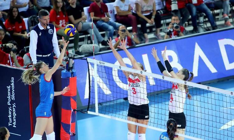 World champions Serbia fought back to beat Turkey ©CEV