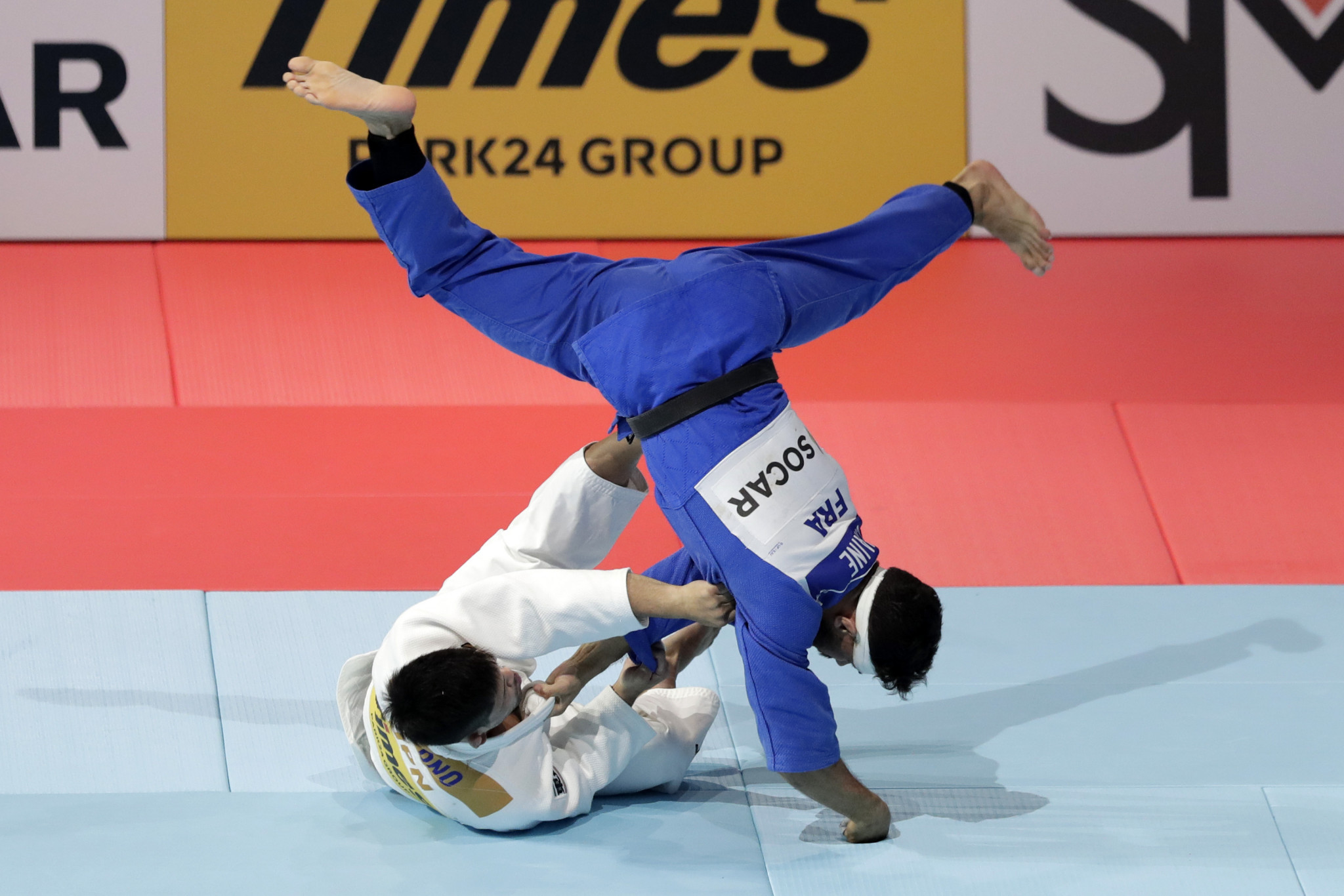Shohei Ono, white, throws Guillaume Chaine on his way to victory ©Getty Images