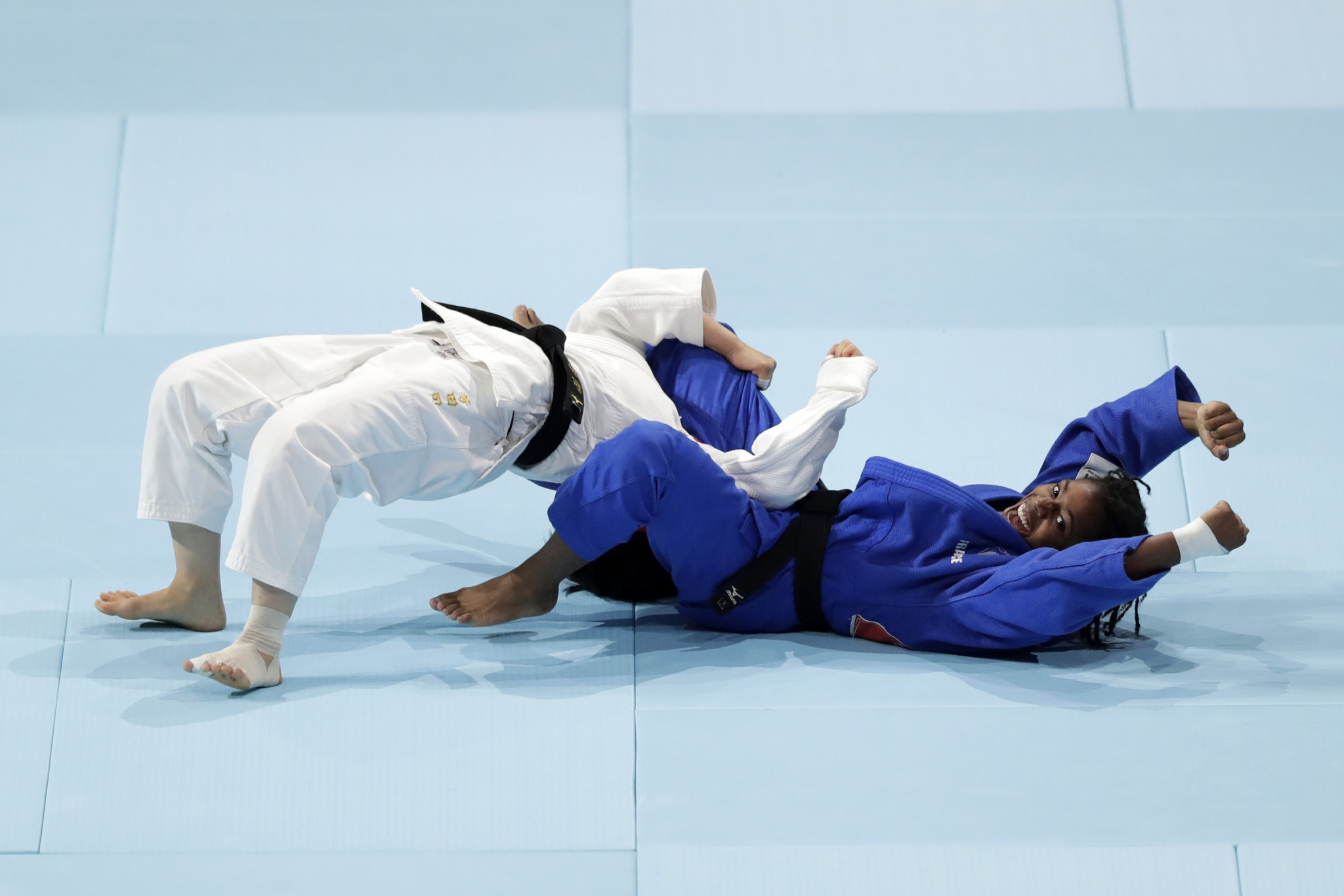 Sarah-Leonie Cysique stunned Tsukasa Yoshida with a 24-second ippon ©Getty Images