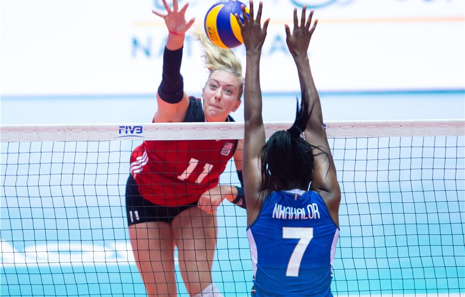 Defending champions Italy came from two sets down against the United States ©FIVB