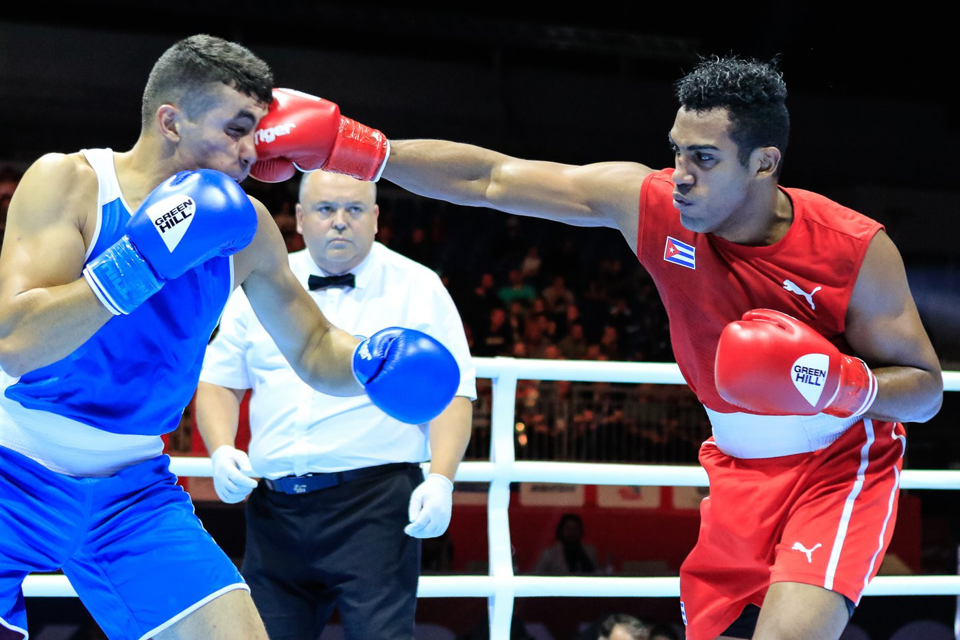 Middleweight star López triumphs in first bout at AIBA Men's World Championships