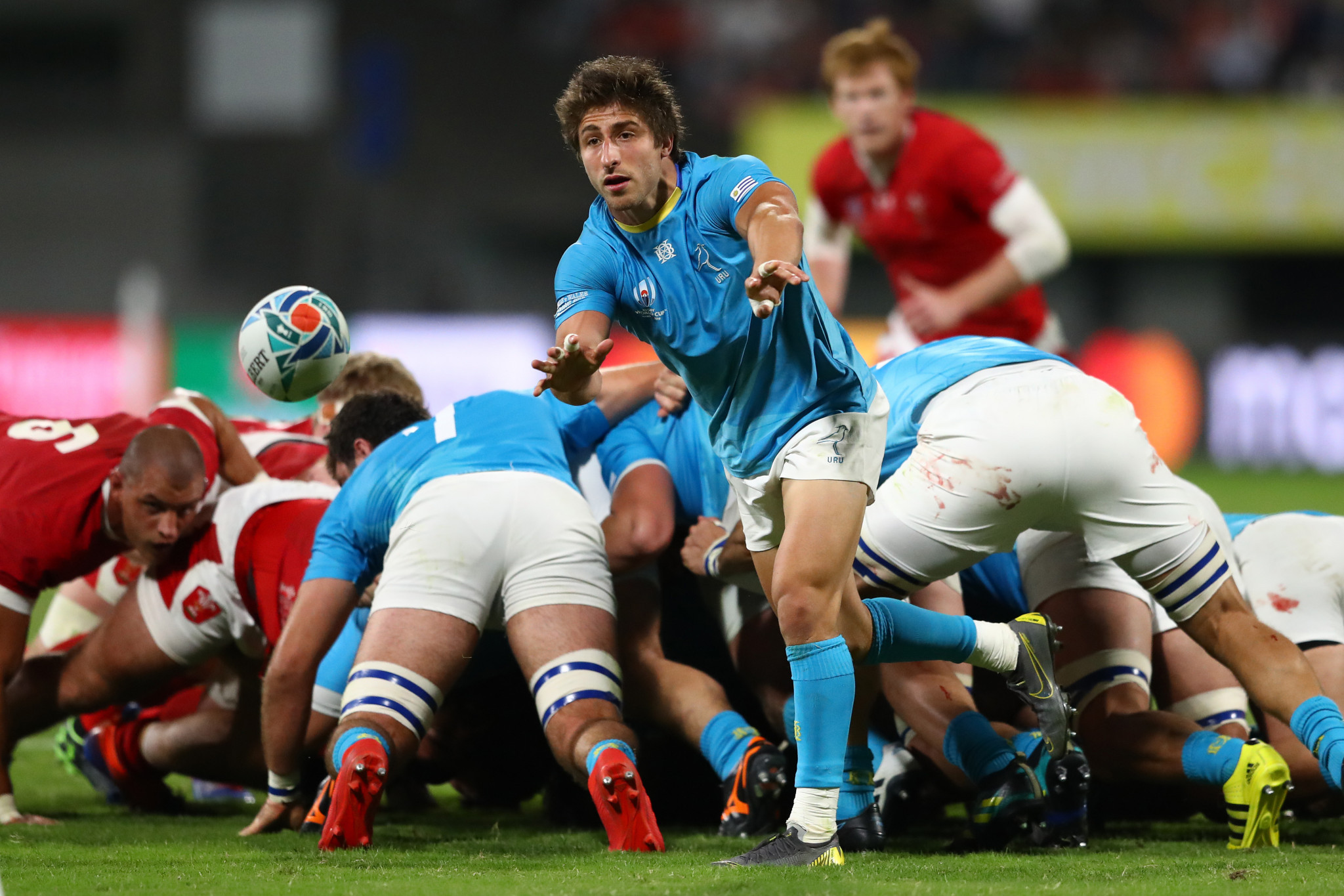Santiago Arata of Uruguay offloads the ball to a teammate following a scrum ©Getty Images