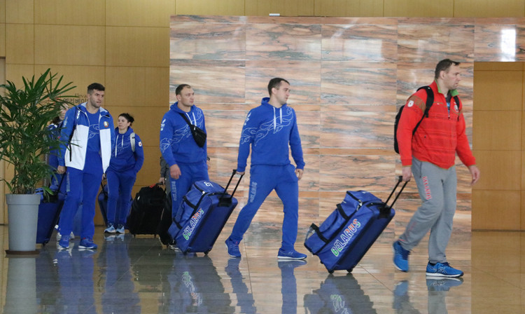 Sambists arrive to Grand Plaza Hotel in Cheongju to collect their accreditation for the World Sambo Championships ©FIAS