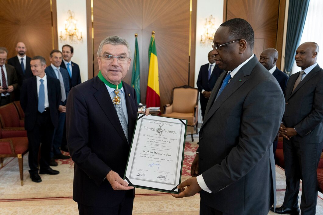 Thomas Bach was appointed as a Commander of the Ordre National du Lion by Senegal's President Macky Sall ©IOC