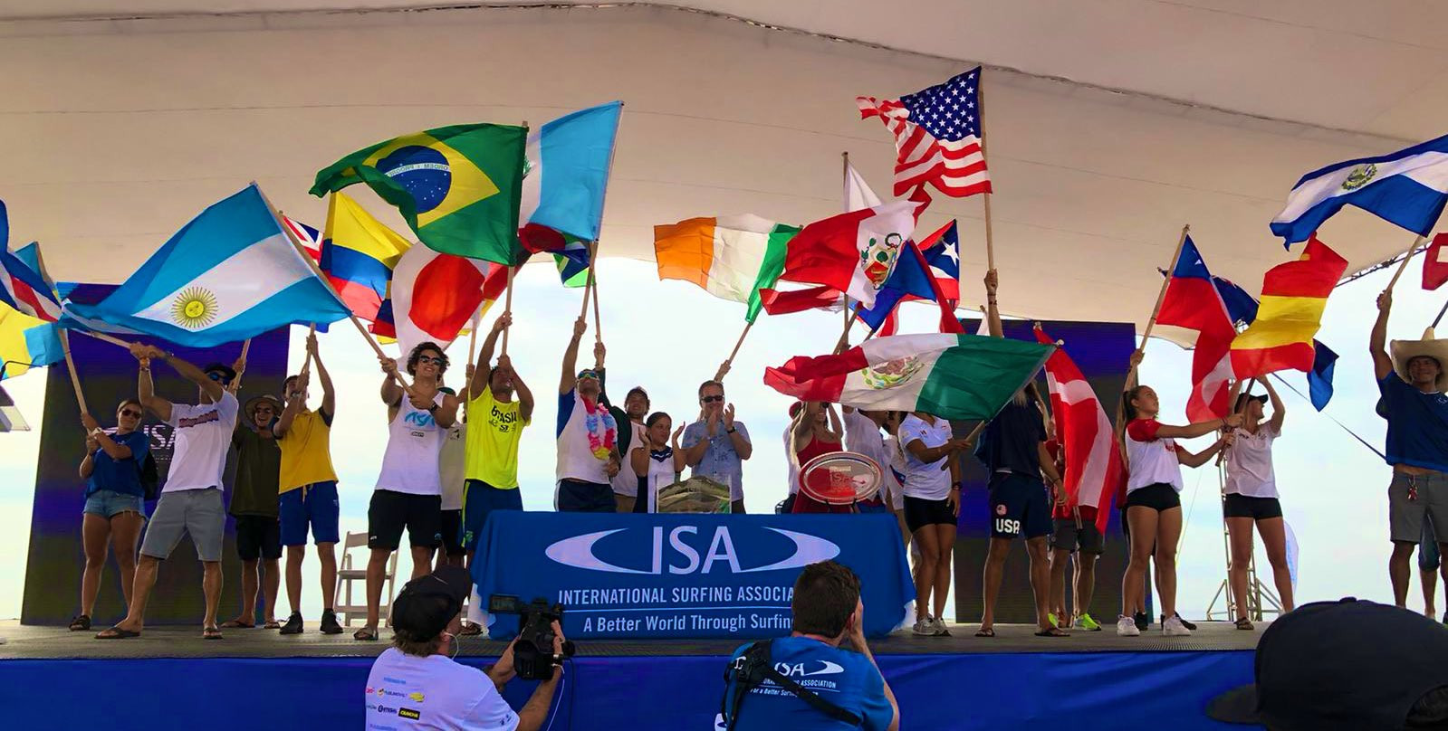 """Surfers encouraged to """"enjoy the waves"""" as El Salvador welcomes ISA World StandUp Paddle and Paddleboard Championship"""