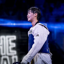 Lee Da-Bin the smiling heavyweight who tries to keep opponents guessing