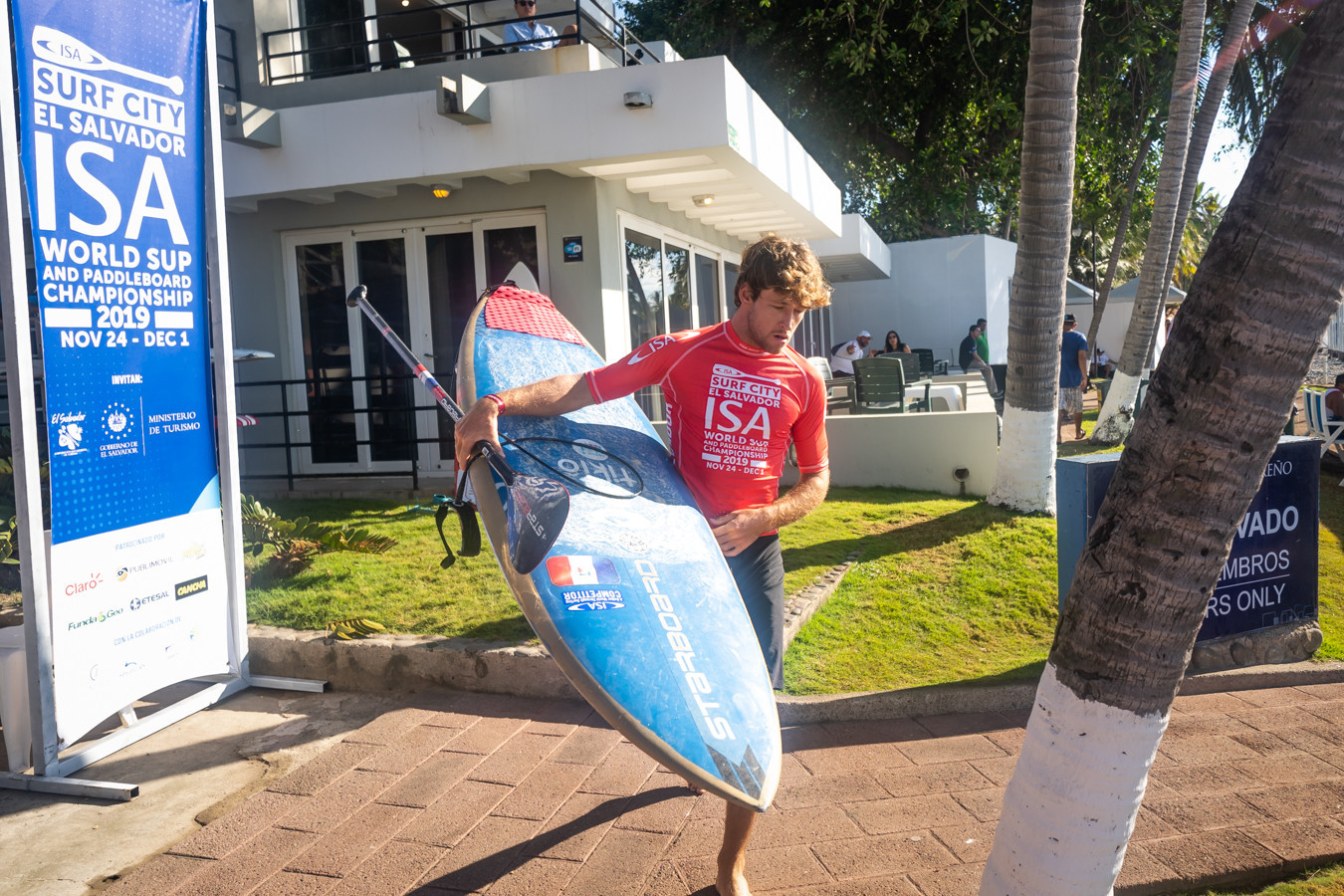 Carpentier and Westdorp lay down SUP surfing gauntlet in El Sunzal