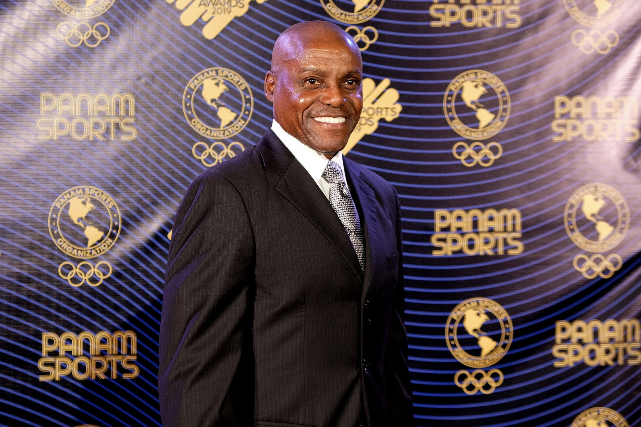 Carl Lewis received the Panam Sports Legend award ©Getty Images