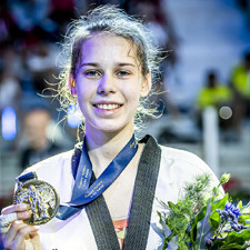 Elizaveta Ryadninskaya: the Russian high-kicking, big-singing young talent