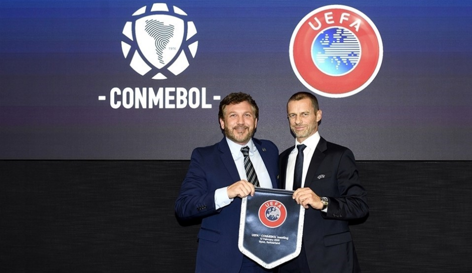 CONMEBOL President Alejandro Domínguez, left, and UEFA counterpart Aleksander Čeferin, right, were both present at the signing ceremony for the MoU ©Getty Images
